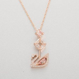 💧Swarovski DAZZLING SWAN necklace
